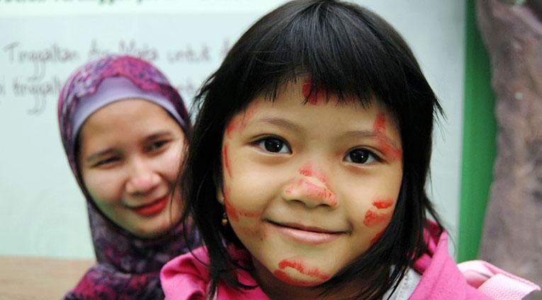 Malgré leur interdiction, les mutilations sexuelles féminines restent une pratique répandue en Indonésie