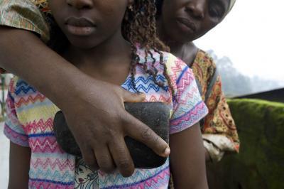 """Le """"repassage des seins"""", au Cameroun"""