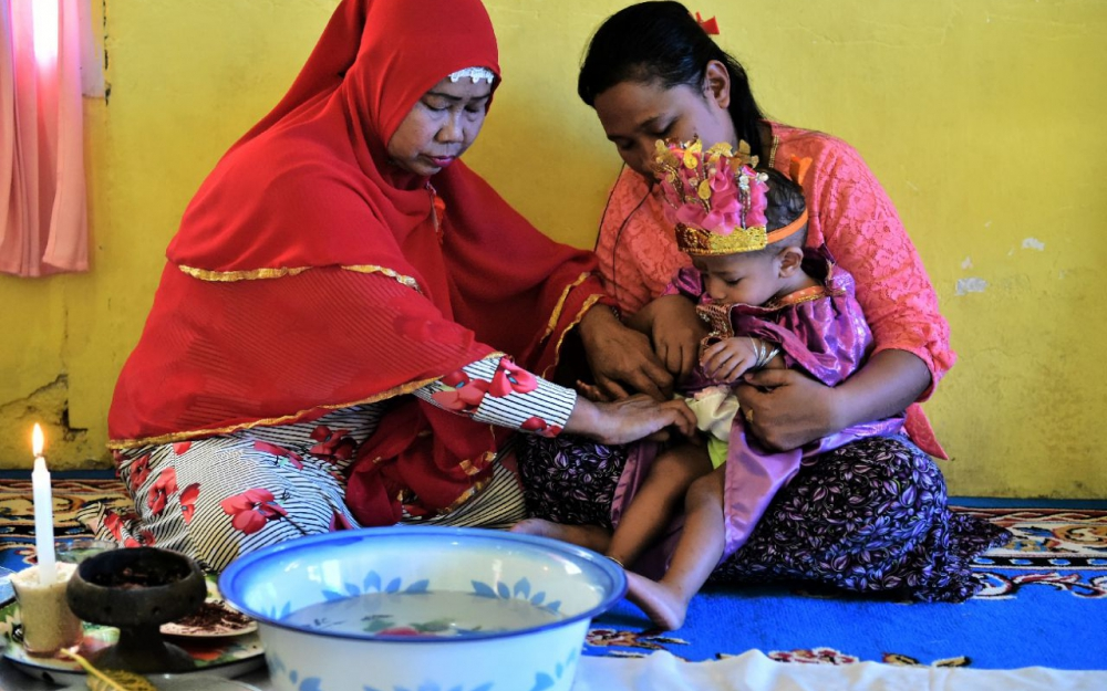 L'excision, cauchemar des fillettes en Indonésie – Attention ! Certaines images peuvent choquer !